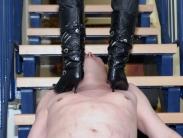 trampling-in-boots-07